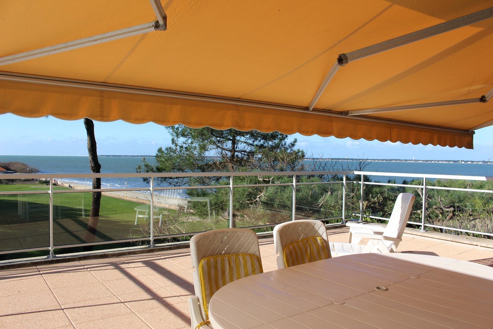 Location vacances appartement arcachon avec agence de la plage for Agence location studio