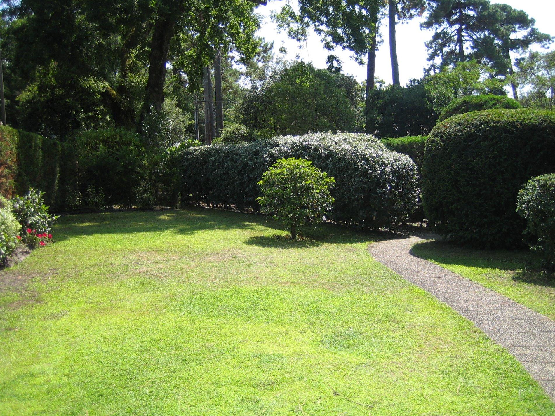 Location vacances appartement d 39 environs 50 m2 avec un for Location appartement avec petit jardin