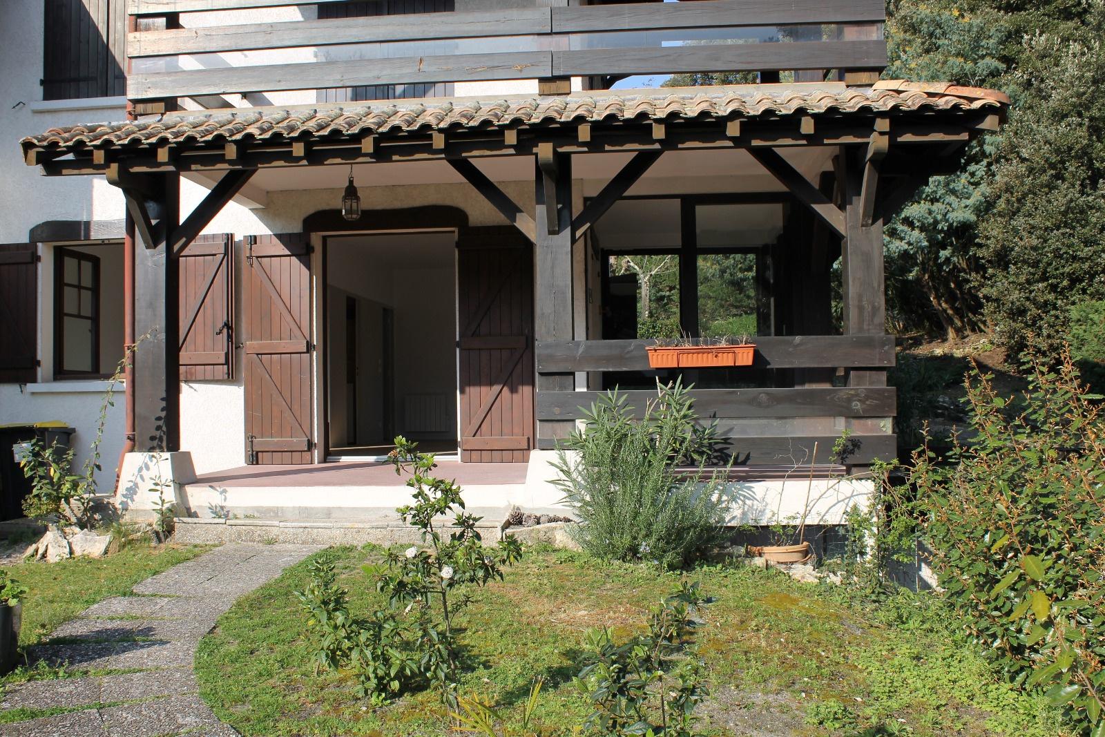 Vente appartement 3 pieces sur 93 m de jardin privatif for Jardin 93
